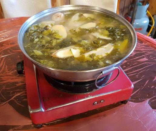 鹹菜雞火鍋 (NT700, $33.30)