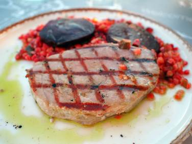 Grilled tuna fillet (25€, S$37.80)