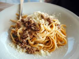 Spaghetti (Beef) Bolognese (9€, S$13.65)